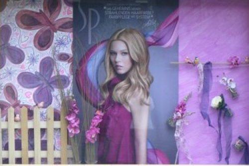 Fruehling-Frühlings-Dekoration--Schaufenster-Leoben-Schaufenstergestaltung-Imagio-Merchandising-Dekoration2
