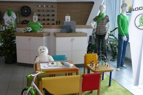 Merchandising-Skoda-Telfs-Imagio-Leoben-Visual-Merchandising-Dekoration-Vitrinengestaltung-Schaufenstergestaltung1