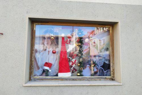 Schaufensterdeko-Weihnachten-Auslagengestaltung-Haarstudio-Hauptmann-Leutschach (2)