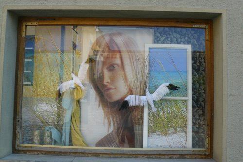 Sommer-Dekoration-Schaufenster-Leoben-Schaufenstergestaltung-Imagio-Merchandising-Dekoration-Haarstudio-Hauptmann-Leoben2