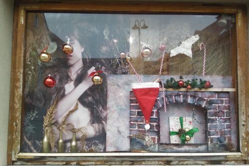 Weihnachten-Dekoration-Schaufenster-Leoben-Schaufenstergestaltung-Imagio-Merchandising-Dekoration-Haarstudio-Leoben2