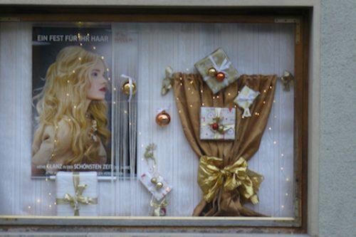 Weihnachten-Dekoration-Schaufenster-Leoben-Schaufenstergestaltung-Imagio-Merchandising-Dekoration-Haarstudio-Leoben3