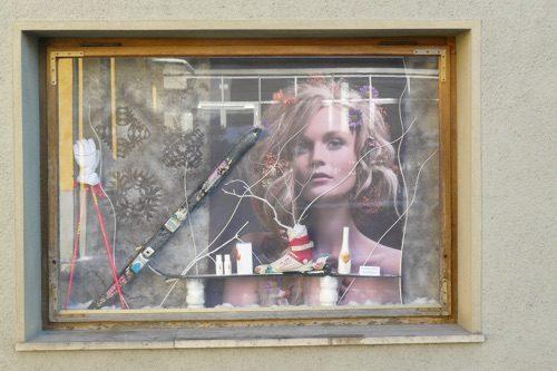 Winter-Schaufenster-Deko-Friseur-Dekoration-Leoben-Schaufenstergestaltung-Imagio-Merchandising-Dekoration-Haarstudio-Hauptmann-Leoben1
