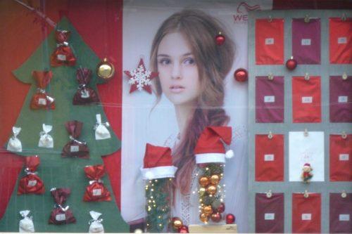 weihnachtliche-Schaufenstergestaltung-Auslagengestaltung-Weihnachten-Steiermark-Leibnitz-Leutschach-Imagio-Hauptmann-Friseur